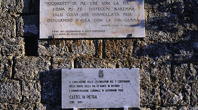 Gavorrano, Castel di Pietra targa in ricordo di Pia de