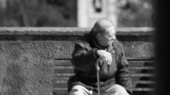 giuncarico walter anziano panchina