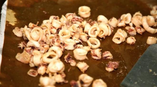 mezzagosto caldana 2011 totani cibo sagra calamari