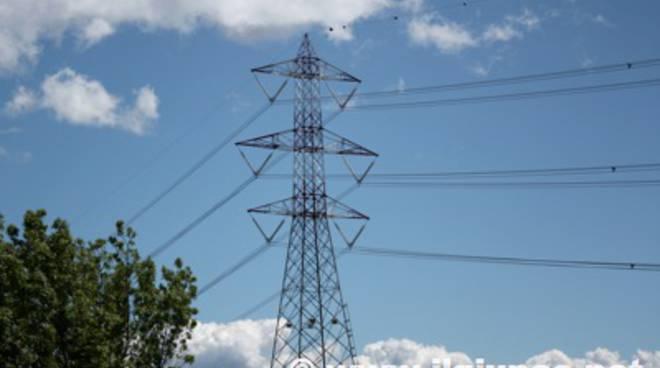 A ferragosto in campo la task force anti blackout in 35 for Cabine di querce reali amano va