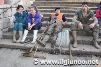 alluvione_albinia_2012_02_volontarimod