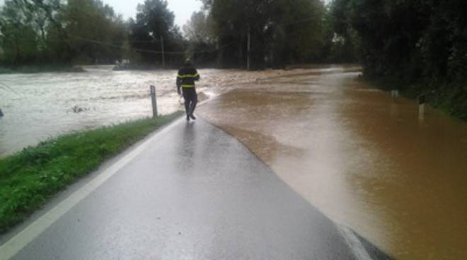 alluvione_vigili_fuoco