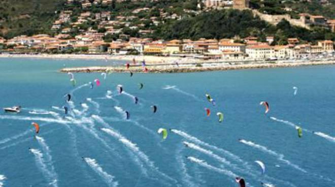 Maremma terra del kite surf e castiglione ne celebra il festival - Tavole maree castiglione della pescaia ...