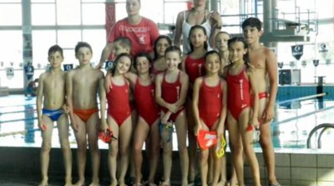 Pioggia di medaglie nel nuoto gli atleti di grosseto - Piscina san marcellino ...