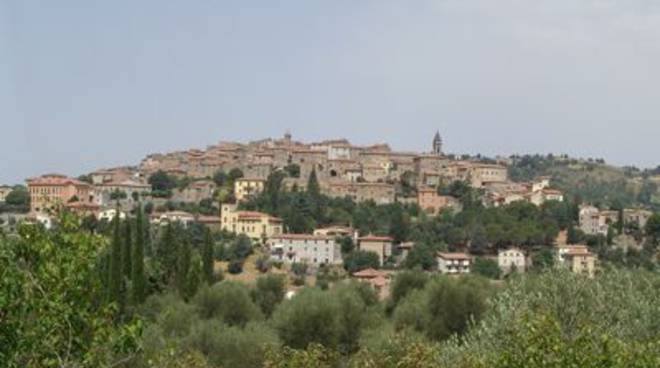 seggiano_panorama_wikipedia_2014