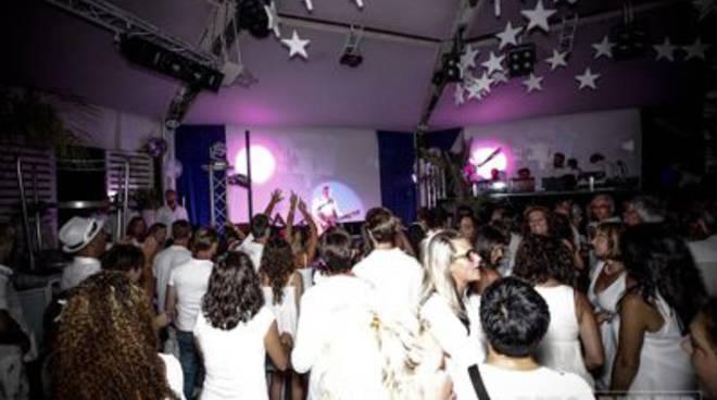 disco_village_white_night