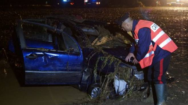 auto_incidente_alluvione_ottobre_2014