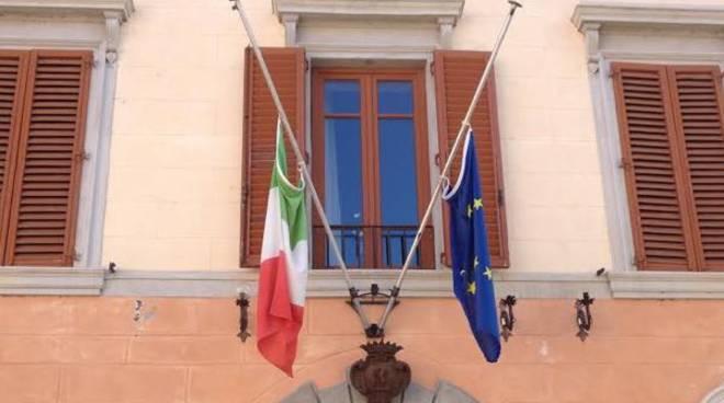 bandiere_ammainate_lutto_mezzasta
