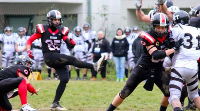 football americano i veterans grosseto in azione di gioco a massa