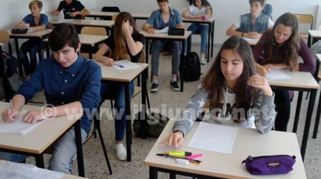 Studenti banchi di scuola