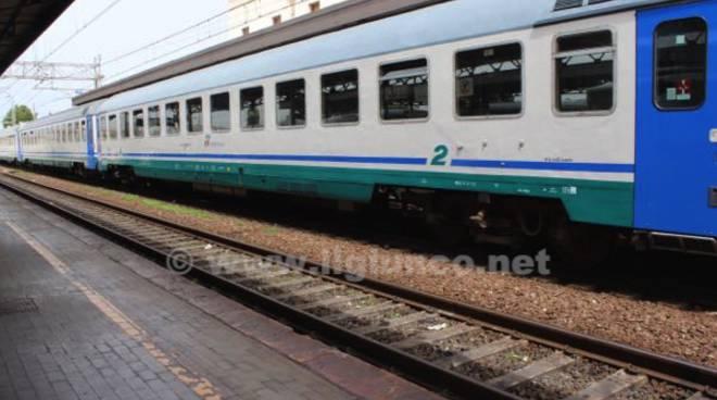 treno ferrovia stazione 2015