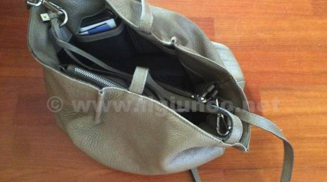 borsa furti scippo ladri