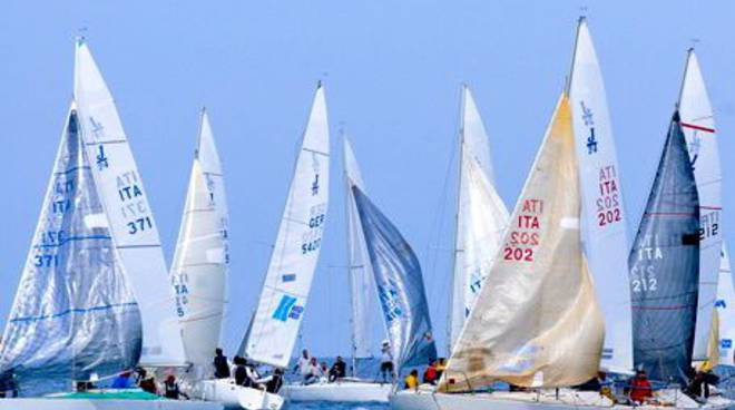 J24 in regata Vela