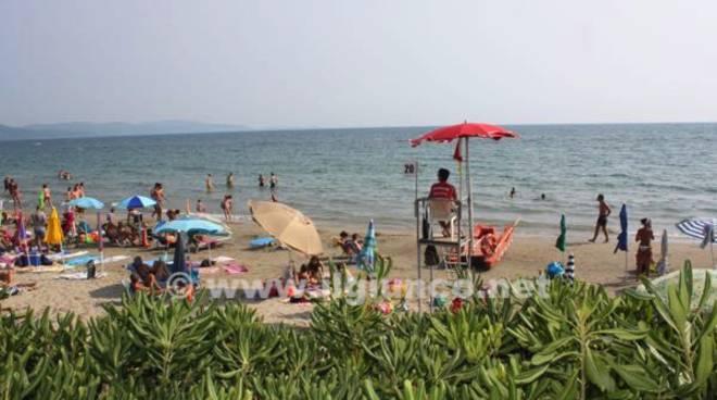 mare Follonica 2015 spiaggia ombrelloni