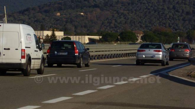autostrada strada tirrenico con traffico