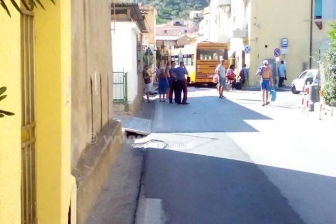 Giglio autobus si rompe e blocca il traffico