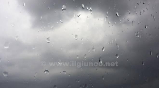 pioggia vetro nuvole