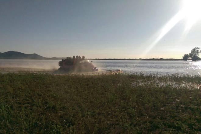 Salvataggio dei Vigili del fuoco con l'hovercraft