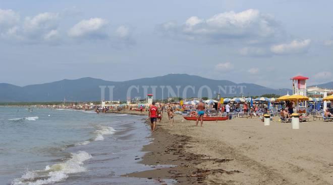Matrimonio Spiaggia Marina Di Massa : Matrimonio in riva al mare da oggi ci può sposare sulla spiaggia