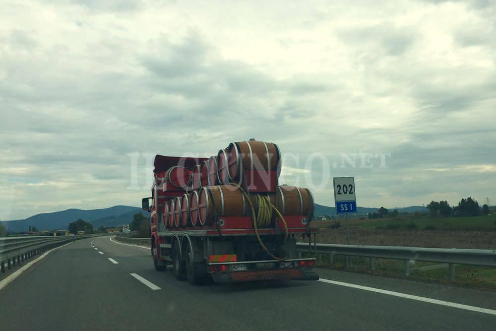 Camion con botti