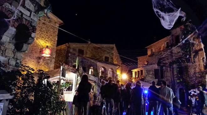 http://www.ilgiunco.net/photogallery_new/images/2015/10/festa-streghe-montemerano-163112.660x368.jpg