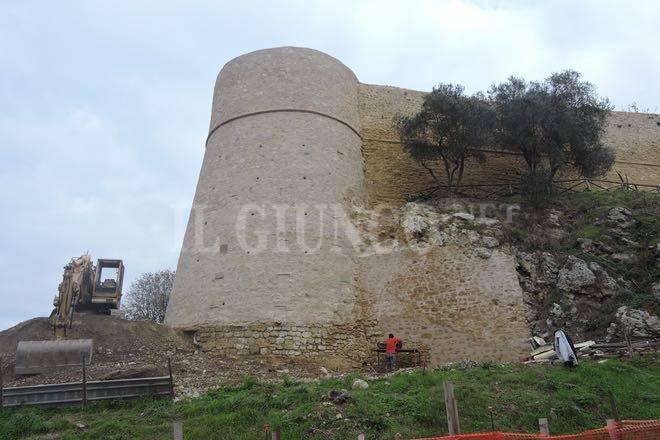 Mura restaurate Magliano 2015
