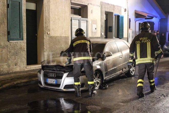 Auto a fuoco Vigili fuoco via Caletra 2016