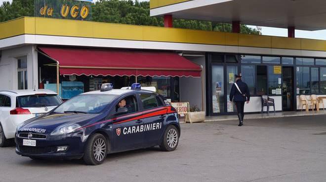 Carabinieri distributore 2016