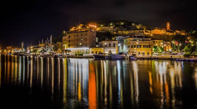 Castiglione notte foto Mandolini