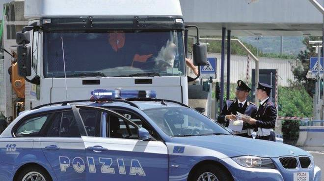 controlli polizia stradale camion