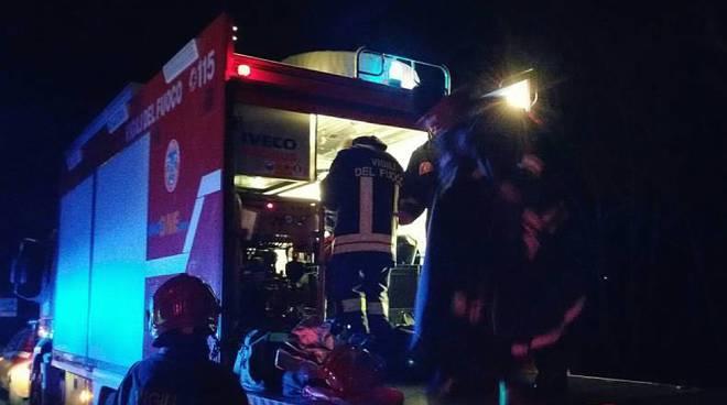 Vigili del fuoco notte incidente