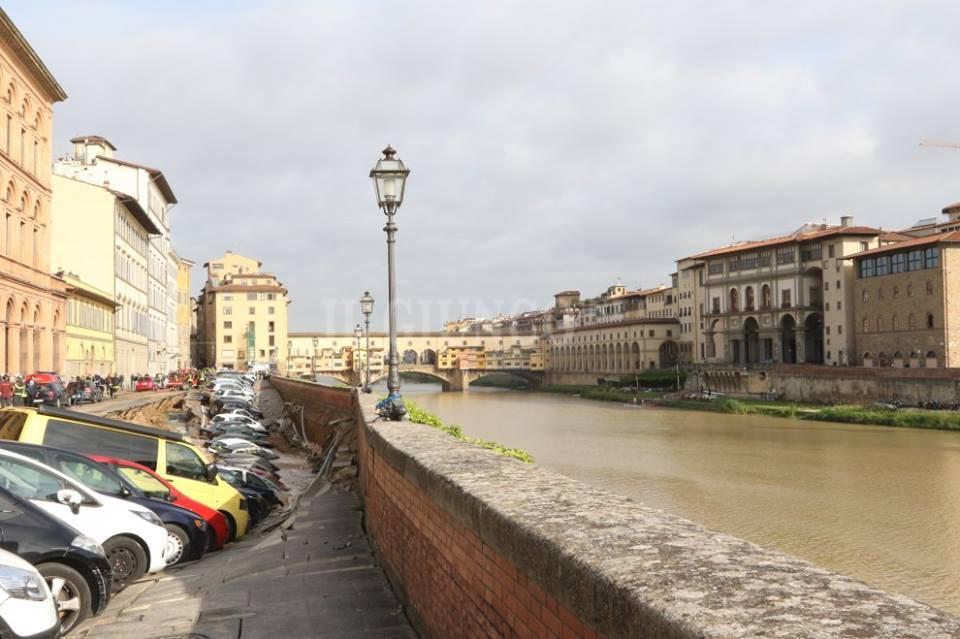 Voragine lungo l'Arno