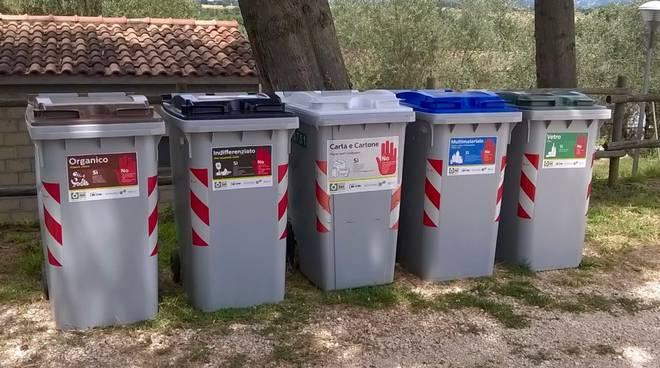 Bidoni raccolta differenziata rifiuti