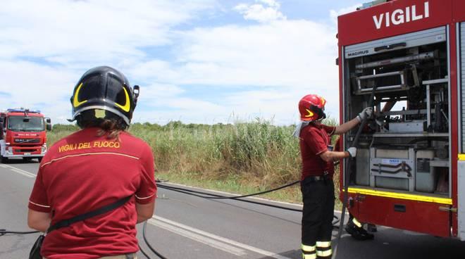 A fuoco ufficio in via di Francia, l'intervento dei vigili del fuoco