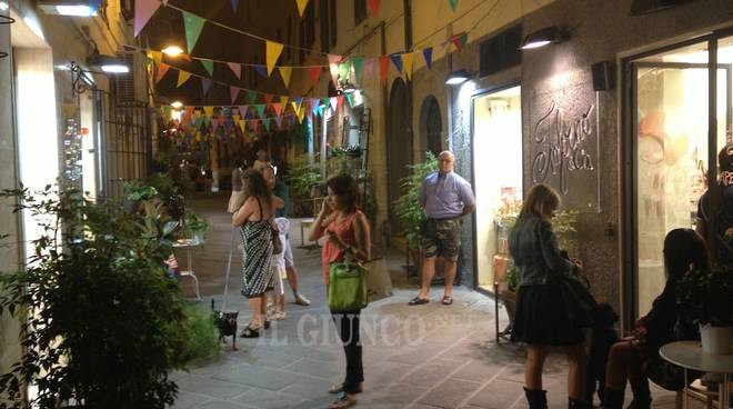 Shopping sotto le stelle a grosseto per il primo giorno for Grosseto centro
