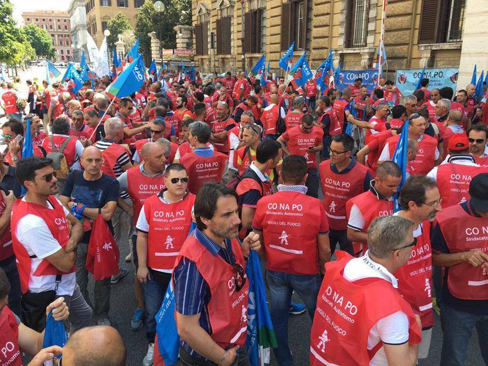 Protesta sindacato vvf Conapo