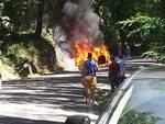 auto a fuoco strada Prata
