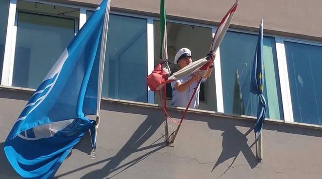 Bandiera a lutto terremoto