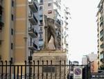Statua distrutta via Fratti