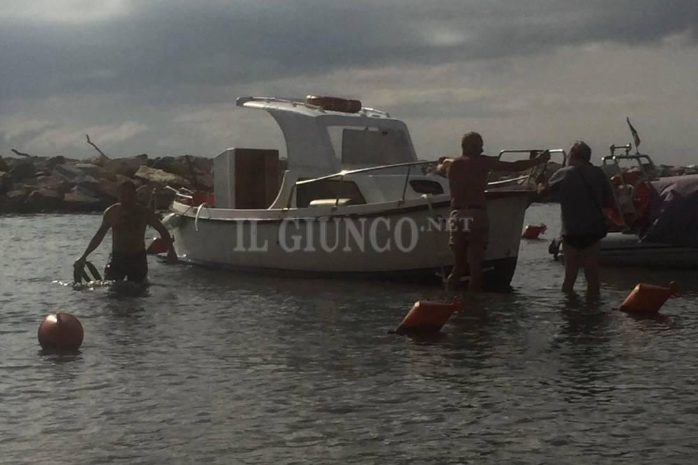 barca affonda in porto 2016