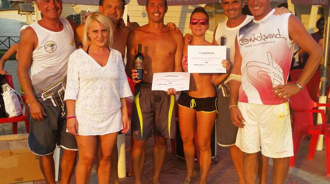 Beach tennis under Bagno Lido