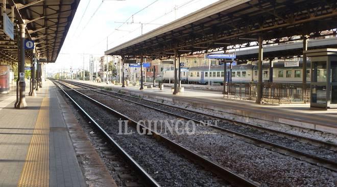 Stazione binari ferrovia