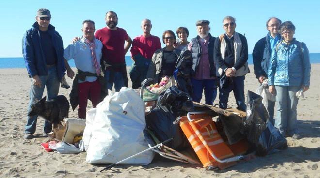 volontari pulizia duna marina