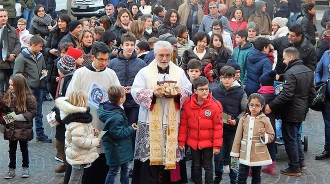 benedizione bambinello rodolfo cetoloni vescovo