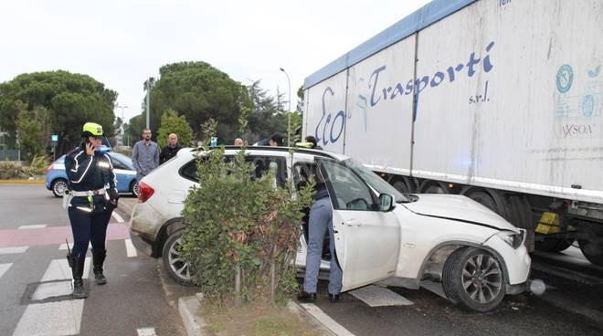 Incidente auto rubata dic 2016