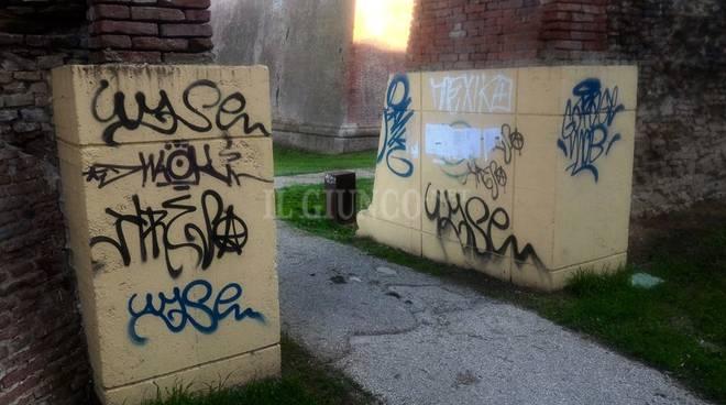vandali Mura writers