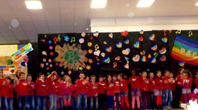 Cantiamo Per La Pace Cosi Gli Alunni Delle Scuole Primarie Celebrano La Settimana Della Memoria Ilgiunco Net
