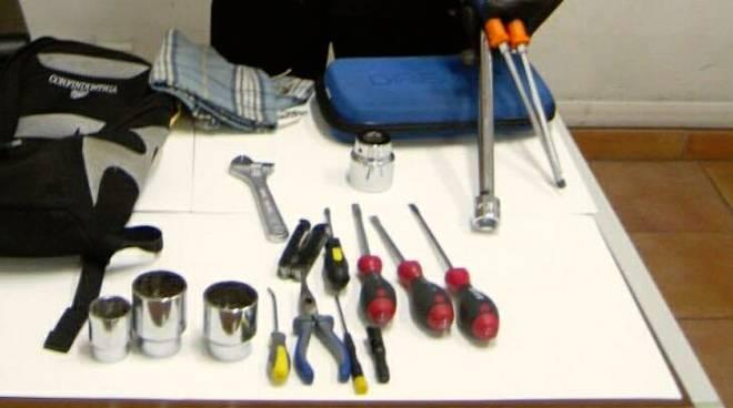 Grimaldelli cacciavite chiavi alterate nascosto nell for Tre kit di garage per auto