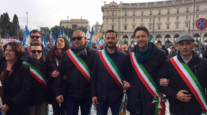 Manifestazione fasce tricolore
