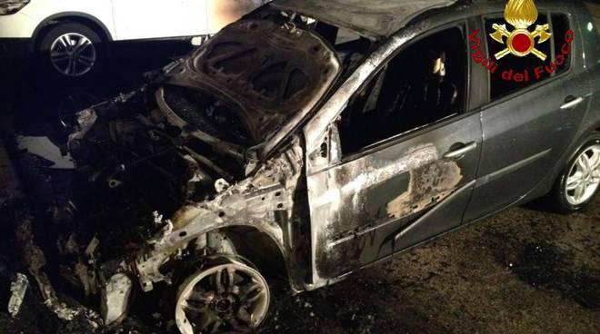 Incendio auto via Capodistria 16 marzo 2017